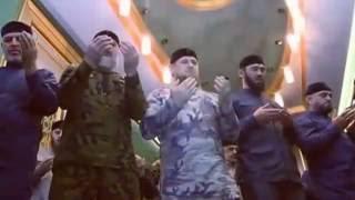 Рамзан Кадыров - совершил утренний намаз под руководством муфтия Чечни, шейха Салаха-Хаджи Межиева.