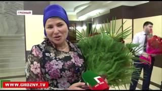 В столичной мэрии 11 женщин наградили почетными знаками «За трудовое отличие»