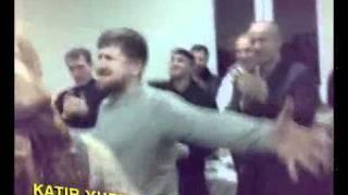 Рамзан Кадыров танцует на деньгах ) море бабла ))