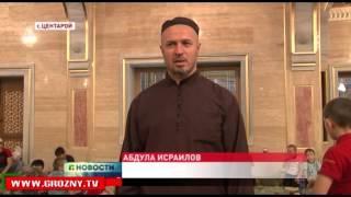 Ужин для постящихся в мечетях Аллероя и Центароя организовал фонд имени Кадырова