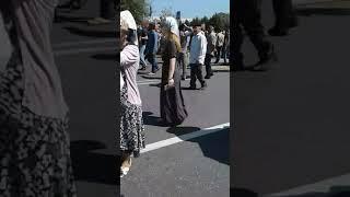 Город Грозный митинг .Даже русская женщина  учавствует   04.09.2017 год.