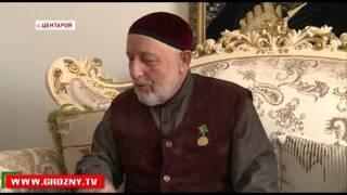 Председатель Союза писателей Чечни вручил Хож-Ахмеду-Хаджи Кадырову медаль «Академик Петр Захаров»