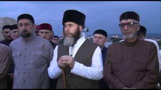 Ахмат Хаджи Кадыров. Тысячи человек приходят к могиле Первого Президента ЧР, Героя России