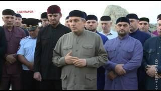 Тысячи людей посетили могилу Первого Президента