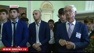 В Грозном открылась выставка картин, приуроченная к наступлению священного месяца Рамадан