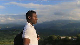 Турист из Камеруна в Чеченской Республике.