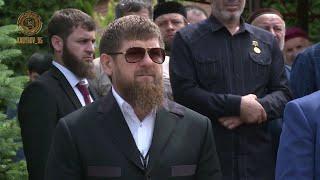 РАМЗАН КАДЫРОВ Я поздравляю всех выпускников с окончанием школы