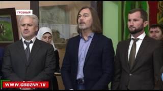 В Грозном открылась выставка заслуженного художника России  Никаса Сафронова