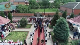 По традиции я впервую очередь посетил последний звонок в родной школе 1 им. Ахмат-Хаджи Кадырова