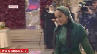 Рамзан Кадыров наградил Раяну Асланбекову званием Заслуженной артистки ЧР