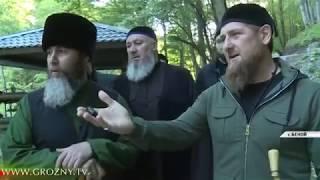 РАМЗАН КАДЫРОВ ВМЕСТЕ С РЕЛИГИОЗНЫМИ ДЕЯТЕЛЯМИ ЧЕЧНИ ПОСЕТИЛ БЕНОЙ